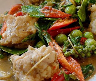 Sweetened Green Curry with Fish Balls