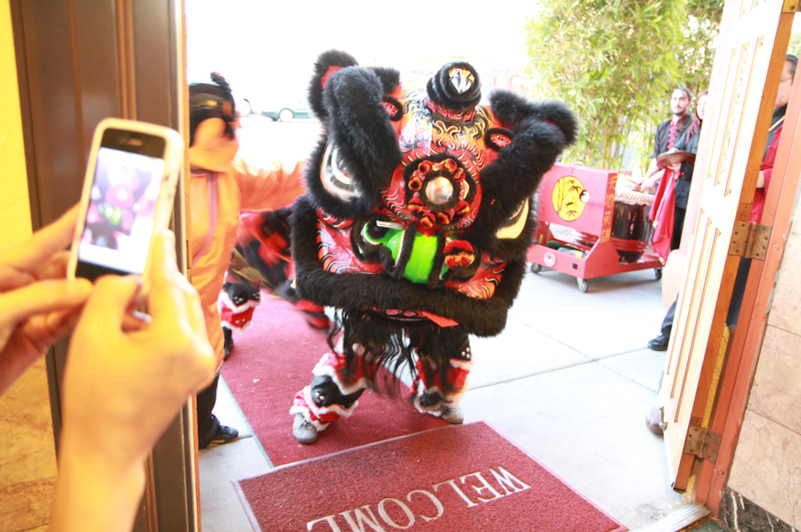 Chinese Lion Dance at Kung Fu Plaza Restaurant